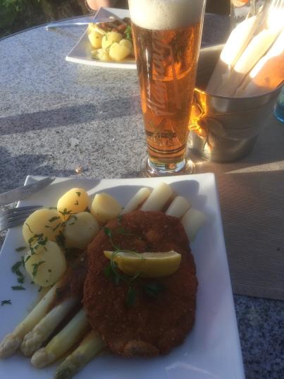 Kød med asparges!